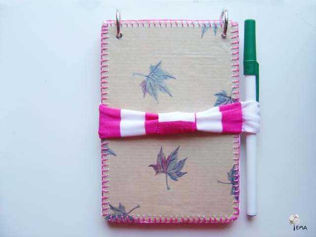 DIY: Cuaderno con material reciclado